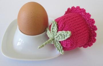 Eierwärmer in pink, handgestrickt und gehäkelt