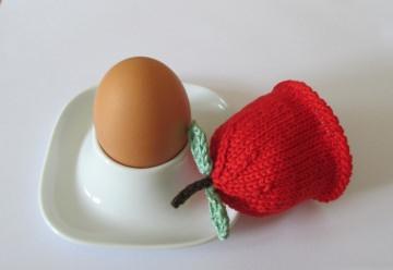 Eierwärmer Apfel aus Baumwollgarn gestrickt in rot