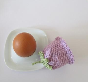 Eierwärmer Glockenblümchen aus Baumwollgarn gestrickt in helllila