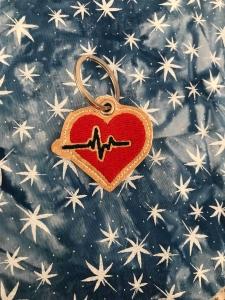 Herz mit EKG Linie