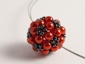 Kette: Blumenkugel ~ Rot / Hämatit ~ mittellang - Handarbeit kaufen