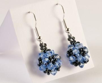 Ohrringe: Blumenkugel ~ Light Sapphire (Blau) / Hämatit - Handarbeit kaufen