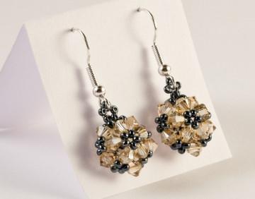 Ohrringe: glitzernde Blumenkugel ~ Golden Shadow / Hämatit - Handarbeit kaufen