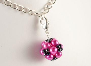 Charm: kleine Blumenkugel als Anhänger ~ Pink - Handarbeit kaufen