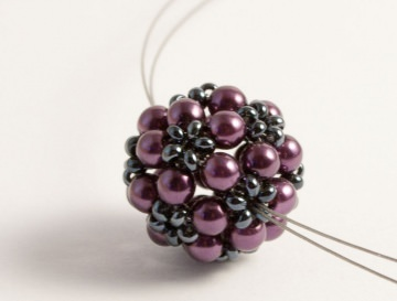 Kette: Blumenkugel ~ Violett (Dunkellila) / Hämatit ~ mittellang - Handarbeit kaufen