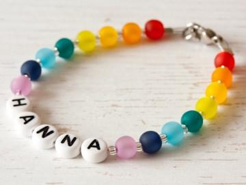 Namensarmband aus Polarisperlen in Regenbogenfarben: ~ Hanna ~  - Handarbeit kaufen