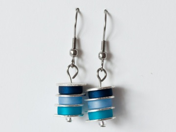 Scheibchenweise: Ohrringe aus Polarisperlen in Dunkelblau, Himmelblau, Türkisblau - Handarbeit kaufen
