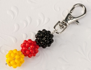 Fan - Schlüsselanhänger: Deutschland ~ schwarz, rot, gelb - Handarbeit kaufen
