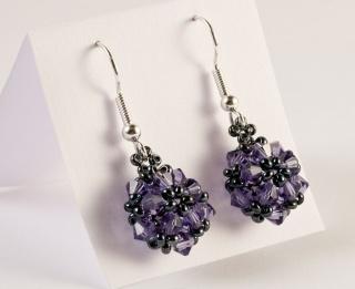 Ohrringe: glitzernde Blumenkugel ~ Tanzanite (Lila) - Handarbeit kaufen