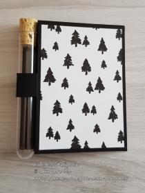 Wunscherfüllerkarte zu Weihnachten: Tannen im Schnee