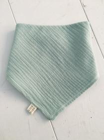 Diese tollen Halstücher/ Dreieckstücher aus pflegeleichtem BW- Musselin werden am Hals einfach per Druckknopf geschlossen. Sie sind ein echter Higucker. (Kopie id: 100189065)