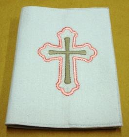 Gotteslobhülle handgefertigt weiß aus 3mm Filz mit rosa Kreuz bestickt  - Handarbeit kaufen