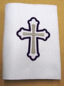 Gotteslobhülle handgefertigt weiß aus 3mm Filz mit lila Kreuz bestickt - Handarbeit kaufen