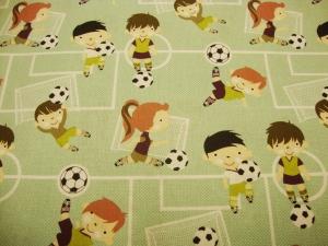 Baumwollstoff Fußballspieler beim spielen auf dem Feld in mint mit weißen schwarzen Fußball Mädels und Jungsstoffe Fußballfans - Handarbeit kaufen