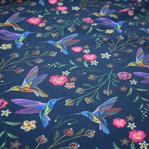 Baumwolljersey Druck bunter Vogel - auf marine Limited Edition – Premium Collection – Selbstgemacht und stolz darauf- KATINOH bunte Blumen bunter Vogel auf schwarz - Handarbeit kaufen