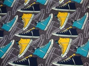 Baumwolljersey Druck Team Sneake - Katinoh - limitierte Auflage senfgelb türkis braune schwarze Turnschuhe auf taupe Kinderstoffe - Handarbeit kaufen
