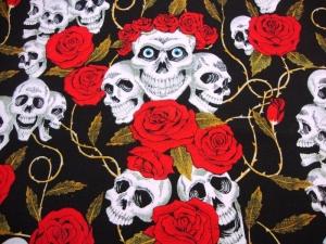 Baumwoll Jersey Druck Skulls weiße Totenköpfe mit roten Rosen auf schwarz Rockig cooler Skulls-Jersey mit roten Rosen auf schwarz 1,50m Breite - Handarbeit kaufen