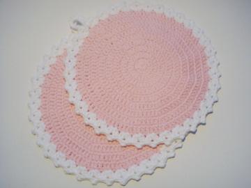 romantische Topflappen aus 100% Baumwolle gehäkelt in den Farben rosa und weiß