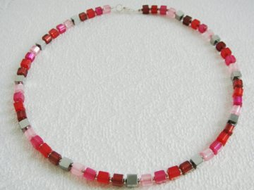 Würfelkette, silber, rot, himbeere, rosa