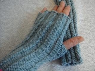 Handstulpen, mit Daumenkeil, in puder-hellblau