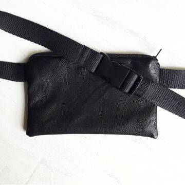 BLACK HEART - Bauchtasche aus schwarzem Kunstleder