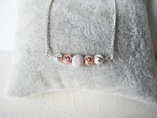Silberkette mit Perlen in Silber und Rose