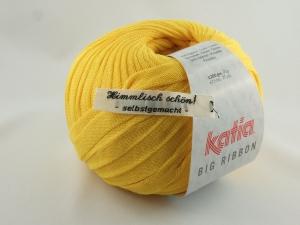 flaches einfarbiges Bändchengarn von Katia Big Ribbon Farbe 18 in gelb - Handarbeit kaufen