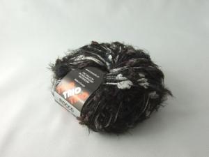 flauschige Fransenwolle Trio Fiocco in schwarz und weiß mit Noppen - Handarbeit kaufen