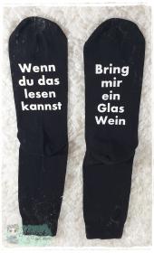 witzige Socken mit Spruch - Bring mir Wein