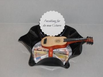Geldgeschenk Geburtstag, verbogene Schallplatte, Musik, Gitarre, Vinyl