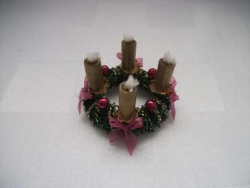 Mini-Adventkränzchen für die Puppenstube, Adventkranz, Puppenstuben-Deko, Puppenhaus - Handarbeit kaufen