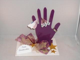 Geldgeschenk, Schmuck, Schmuckverpackung, Hand, Schmuckhand lila, weihnachtlich dekoriert - Handarbeit kaufen