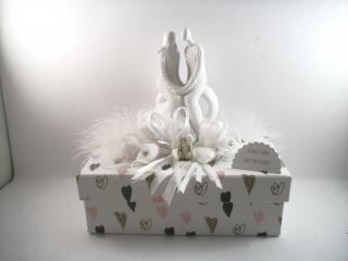 Geldgeschenk Hochzeit, Geschenkschachtel, ganz edel mit weißer Brautpaar-Skulptur