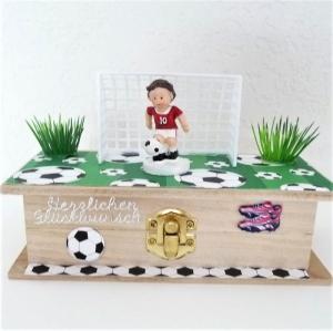 Geldgeschenke Gutschein Kommunion Konfirmation Geburtstag Geschenk Box Fussballer rot-weiss - Handarbeit kaufen