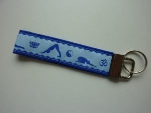 Schlüsselanhänger Yoga in blau