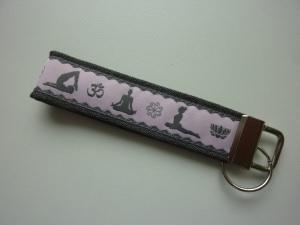 Schlüsselanhänger Yoga in grau und rosa