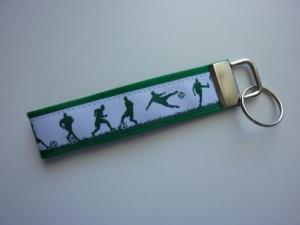 Schlüsselanhänger Fußballer in grün und weiß