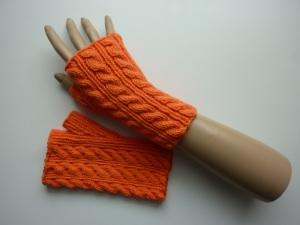 Handstulpen Armstulpen in orange aus Baumwolle handgestrickt gestrickt im Zopfmuster