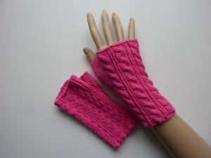 Handstulpen Armstulpen in pink aus Baumwolle handgestrickt gestrickt im Zopfmuster