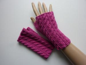 Handstulpen Armstulpen in cyklam aus Baumwolle handgestrickt gestrickt im Zopfmuster