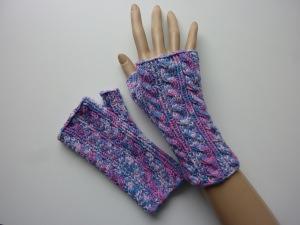 Handstulpen Armstulpen in pink rosa flieder hellblau handgestrickt im Zopfmuster
