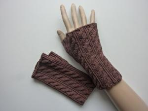 Handstulpen Armstulpen in braun aus Baumwolle handgestrickt gestrickt im Zopfmuster