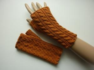 Handstulpen Armstulpen in weinbrand-braun aus Baumwolle handgestrickt gestrickt im Zopfmuster