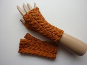 Handstulpen Armstulpen in cognac-braun aus Baumwolle handgestrickt gestrickt im Tulpenmuster