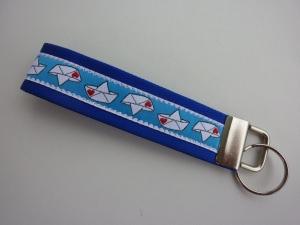 Schlüsselanhänger Boot mit Herzchen in blau