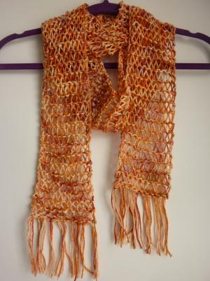 luftiger Sommerschal orange Baumwolle Bio handgestrickt