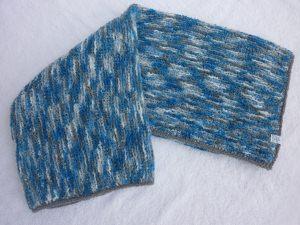 Babydecke 80 x 80 cm flauschig weich Kinderwagendecke Krabbeldecke Decke handgestrickt blau grau weiß gemustert
