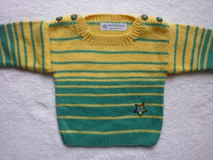Babypulli Gr. 74/80 türkisgrün/gelb gestreift aus Baumwolle handgestrickt