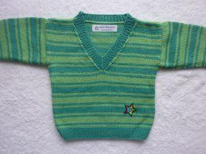 Babypulli Gr. 74/80 grün gestreift aus Baumwolle handgestrickt