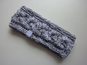 Stirnband mit Zopfmuster in weiß und grau aus Baumwolle handgestrickt